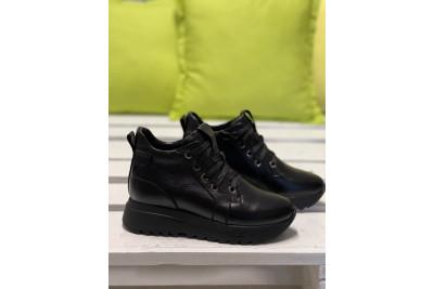 Женские черные кожаные зимние ботинки Арт. 2344-01